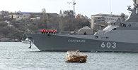 Ракетные корабли после испытаний под музыку пришвартовались в порту Севастополя