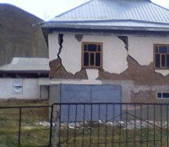 Последствия землетрясений в Алайском и Кара-Сууйском районе. Архивное фото