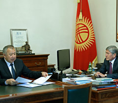 ӨКМ башчысы Кубатбек Боронов президент Алмазбек Атамбаевдин кабыл алуусунда. Архив