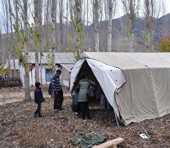 Палатка для тех у кого разрушены дома от землетрясения в юге страны.