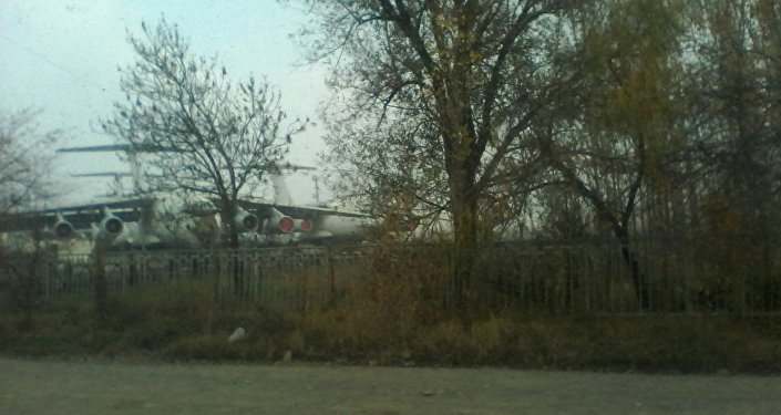 Авиалайнер совершал рейс Красноярск — Ош, но из-за плохих погодных условий не смог сесть в Оше.