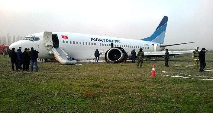 Самолет авикомпании Авиатраффик совершивший аварийную посадку в аэропорту города Ош.