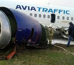 Ош шаарындагы аэропортко авариялык абалда конгон Боинг-737 учагы. Архив