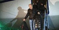 Кадры прибытия в Ульяновск выживших после теракта в Мали россиян