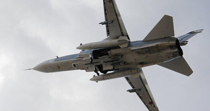 Российский истребитель-бомбардировщик Су-24. Архивное фото