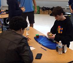 Новый мировой рекорд — подросток собрал кубик Рубика за 4,904 секунды