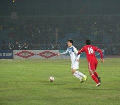 Футболист сборной КР Бахтияр Дуйшобеков на матче с Бангладеш. Архивное фото