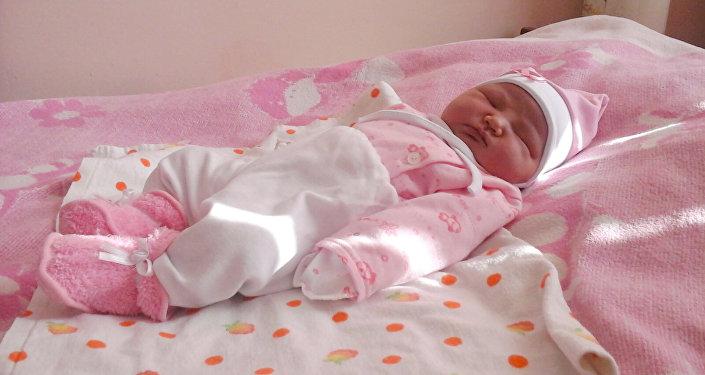 Алты миллионунчу кыргызстандык кыз Айлин.