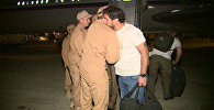 Раненые журналисты обнялись с военными на базе Хмеймим перед вылетом в РФ
