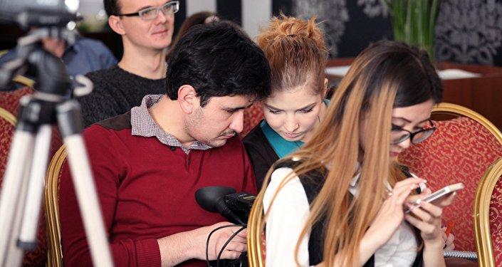 Sputnik Кыргызстан эл аралык агенттиги жана радиосу менен Beeline оператору менен биргеликте Кыргызстандын ЖМКларынын өкүлдөрү үчүн кесипкөй окутуу өткөрдү.