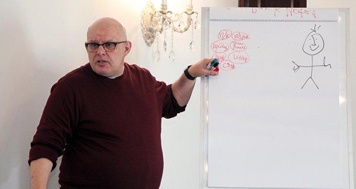 Россия сегодня эл аралык корпоративдик окуу борборунун жетекчиси Олег Щедров.