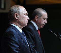 Россиянын президенти Владимир Путин жана Түркия лидери Тайип Эрдогандын архивдик сүрөтү