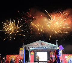 Праздничный салют на площади Ала-Тоо в честь рождения шестимиллионного кыргызстанца