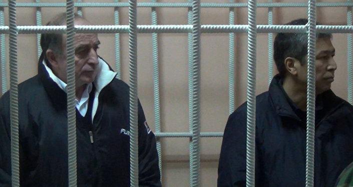 Нарымбаев менен Коркмазовго айыбы угузулду – сот залында тартылган кад
