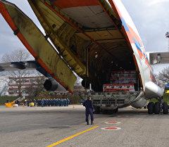 Самолет МЧС РФ ИЛ-76ТД доставил в Крым 300 мобильных электрогенераторов. Архивное фото