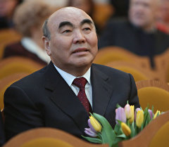 Кыргызстандын биринчи президенти Аскар Акаевдин архивдик сүрөтү