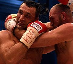 Владимир Кличко в бою с Британским боксером Тайсоном Фьюри. Архивное фото