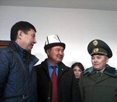 Премьер-министр Темир Сариев Айлиндин атасы менен.