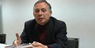 Российский поэт Михаил Синельников читает Алыкула в своем переводе