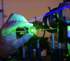 Лабораторияда лазер эксперименттери. Архив