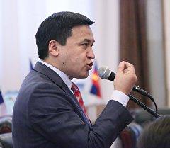 Жогорку Кеңештин депутаты Каныбек Иманалиевдин архивдик сүрөтү