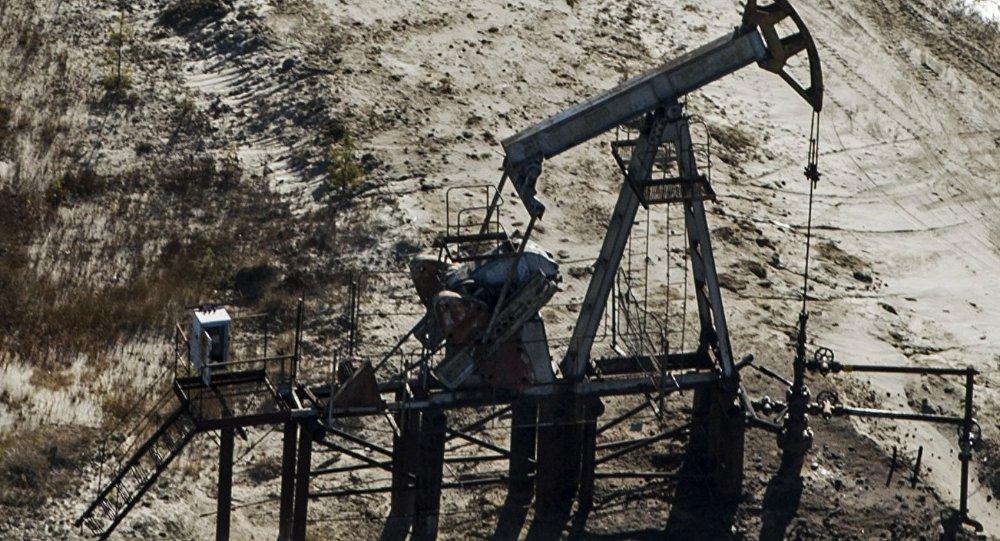Нефтедобывающее предприятие. Архивное фото