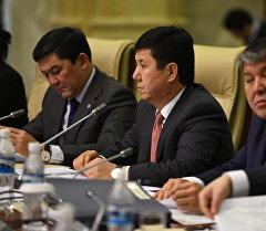 Премьер-министр Темир Сариев во время заседания.