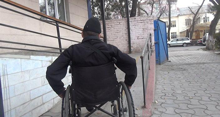 Каково быть инвалидом в Бишкеке или прогулка по городу на коляске