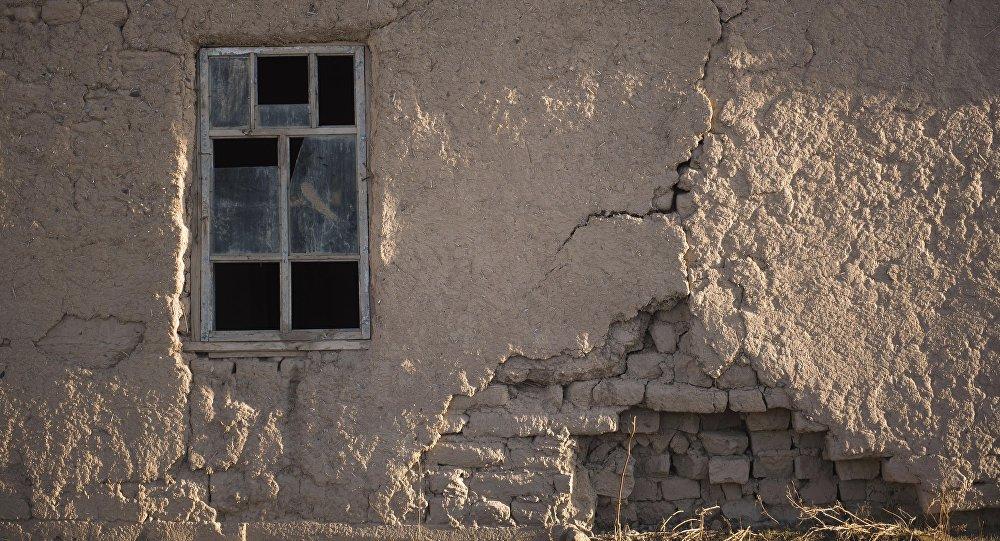 Старый дом в Баткенской области. Архивное фото