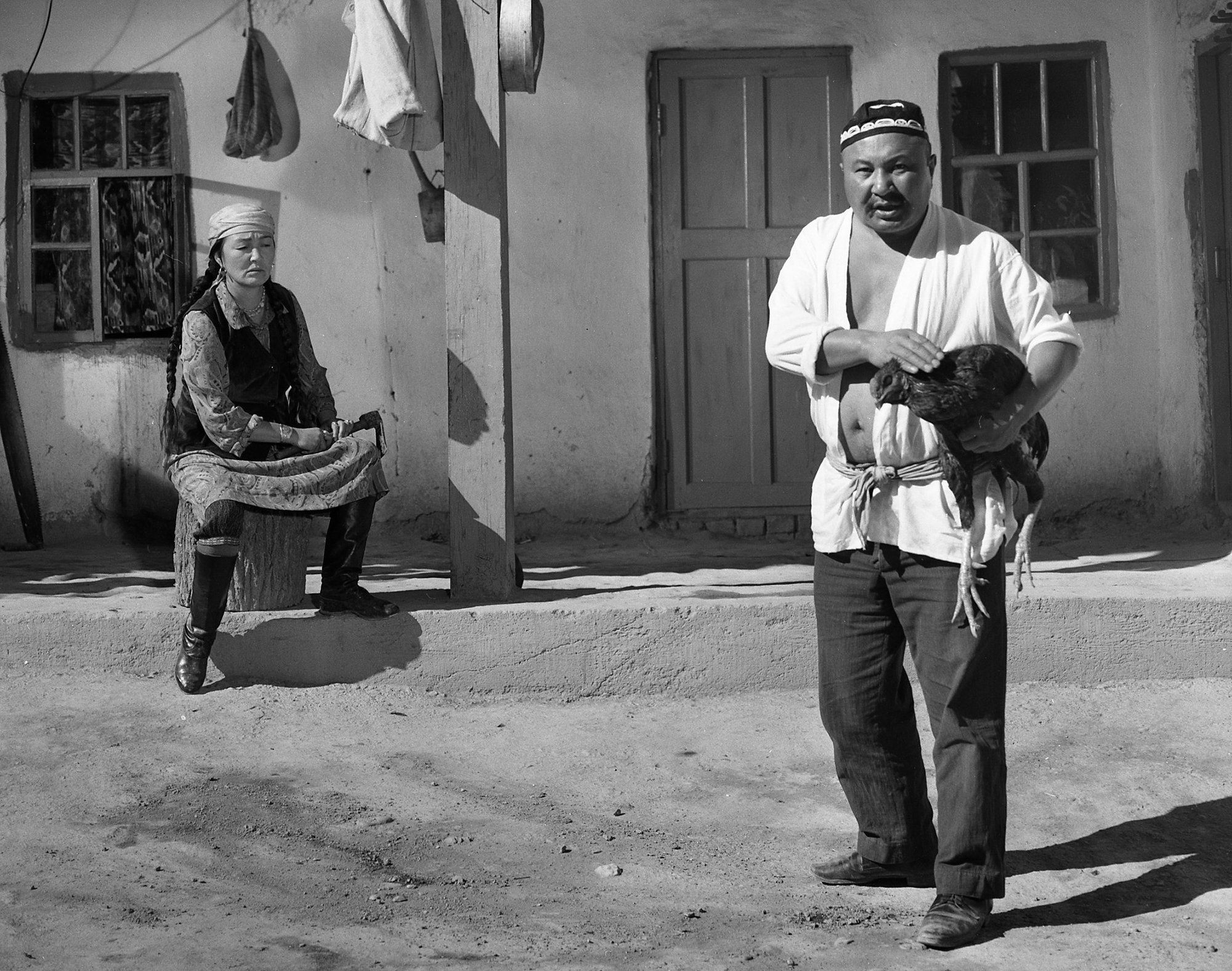 Бакен Кыдыкеевага кайткан Советбек Жумадылов. Көчө тасмасындагы таберик сүрөт