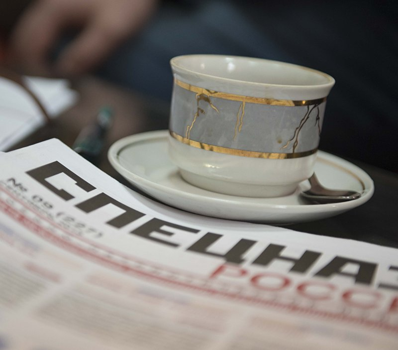Газета с надписью Спецназ на столе