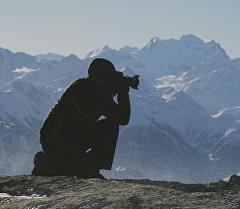 Фотограф в горах. Архивное фото