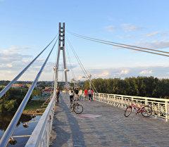 Пешеходный мост через реку Туру в городе Тюмень. Архивное фото