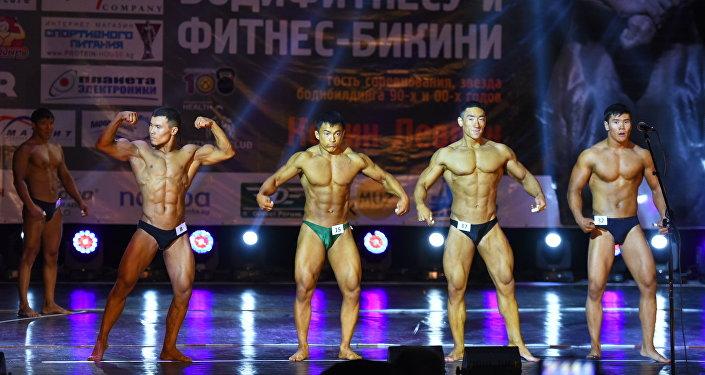 В Бишкеке проходит первый чемпионат Кыргызстана и Центральной Азии по бодибилдингу.