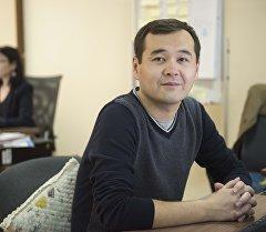 Sputnik Кыргызстан журналисти Расул Үсөналиев. Архивдик сүрөт