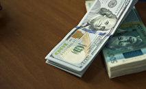 АКШ долларлары жана кыргыз сому. Архив
