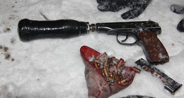 Чыгыш-5 кичи районунда жок кылынган эки террорчунун алдынан табылган тапанча.