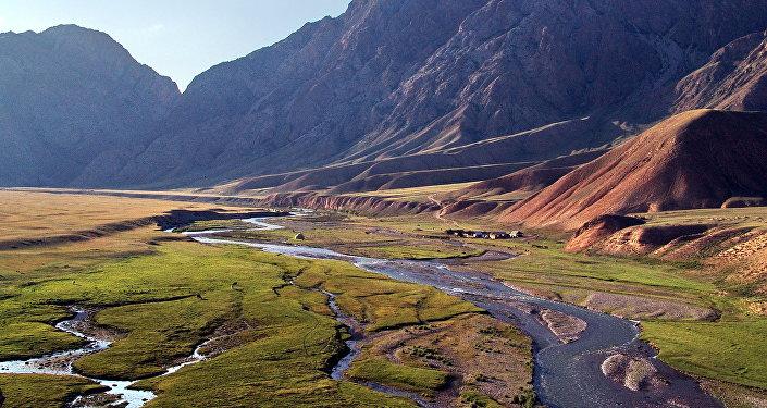 Река Кажырты (Кок-Джерты) — единственная река, вытекающая из высокогорного озера Сон-Куль.