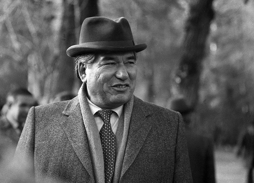 Ааламдын алп жазуучусу Чыңгыз Айтматов көзү тирүү болгондо бүгүн кыргыз эли анын 87 жылдыгын белгилемек