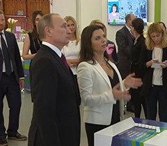 Выставка в честь юбилея RT: визит Путина и видеообращение Ларри Кинга