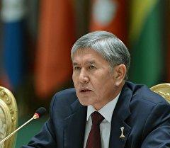 Президент Алмазбек Атамбаев Түркмөнстандагы эл аралык конференциясында.