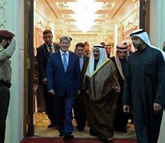 Мамлекет башчы Алмазбек Атамбаев расмий сапар менен Кувейт мамлекетинде.