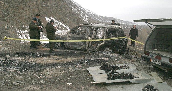 Сожженный автомобиль, в котором погиб Медет Садыркулов. Архивное фото