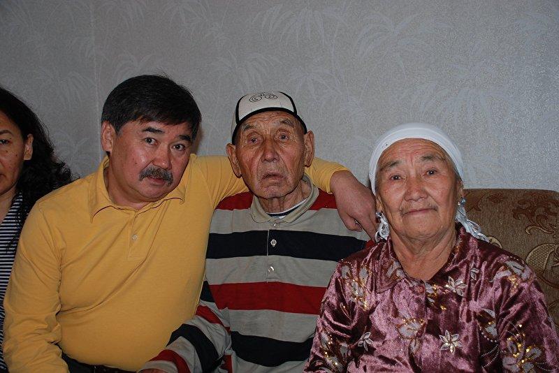 Медет Садыркулов с родителями