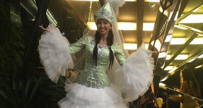 21-ноябрдан 19-декабрга чейин кытайдын Санья шаарында Miss World—2015 сулуулук конкурсу өтүүдө