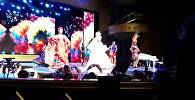 """КР  сулуусу Кыргыз бийин катыра бийлеп, Miss World—2015"""" сынагынын"""