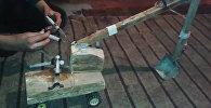 Сельский мальчик построил экскаватор на шприцах