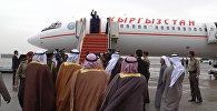 Сабли, гимн и рукопожатие. Торжественные проводы Атамбаева в Кувейте