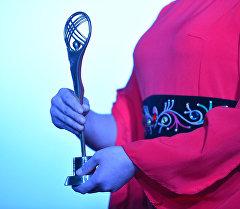 V Эл аралык Кыргызстан — кыска метраждуу тасмалардын өлкөсү кинофестивалынын байгеси. Архив