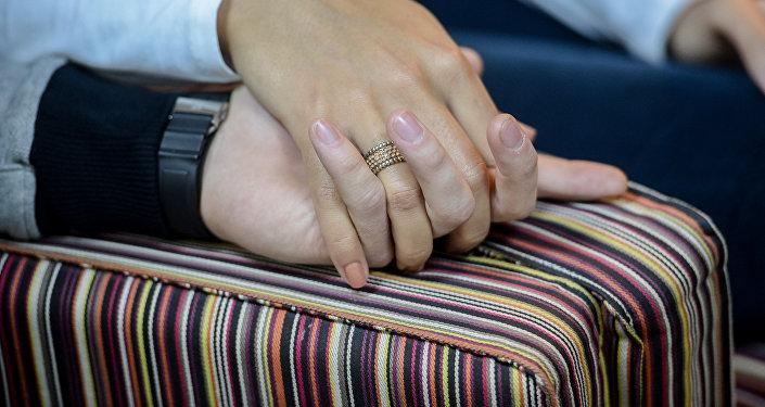 Руки пары. Архивное фото